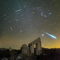 'Geminids over the LAMOST telescope'